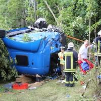 27-08-2015_BY_Unterallgaeu_Ottobeuren_Lkw-Unfall_schwer_Feuerwehr_Poeppel0010