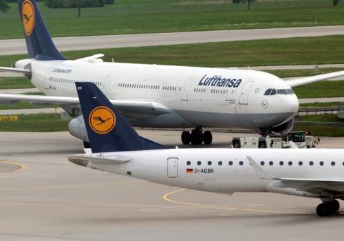 Lufthansa-Maschinen am Flughafen, über dts Nachrichtenagentur