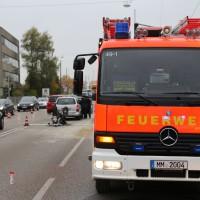 12-10-2015_Memmingen_allgaeuerstrasse_schweizering_Kradunfall_Feuerwehr_Poeppel_new-facts-eu0011
