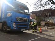 13-11-2015_Biberach_Ochsenhausen_Lkw_Frau_Fussgaengerweg_Feuerwehr_Poeppel_new-facts-eu0009
