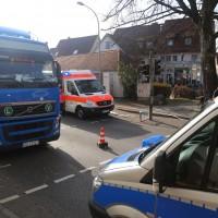 13-11-2015_Biberach_Ochsenhausen_Lkw_Frau_Fussgaengerweg_Feuerwehr_Poeppel_new-facts-eu0011