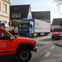 13-11-2015_Biberach_Ochsenhausen_Lkw_Frau_Fussgaengerweg_Feuerwehr_Poeppel_new-facts-eu0013