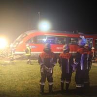 2015_BY_Unterallgaeu_Breitenbrunn_Unfall_Regionalzug_Linienbus_Feuerwehr_Poeppel_new-facts-eu0002