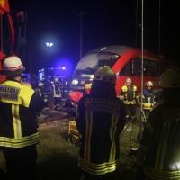 2015_BY_Unterallgaeu_Breitenbrunn_Unfall_Regionalzug_Linienbus_Feuerwehr_Poeppel_new-facts-eu0005