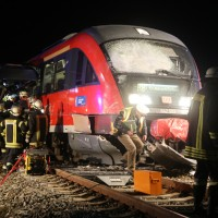 2015_BY_Unterallgaeu_Breitenbrunn_Unfall_Regionalzug_Linienbus_Feuerwehr_Poeppel_new-facts-eu0009