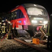 2015_BY_Unterallgaeu_Breitenbrunn_Unfall_Regionalzug_Linienbus_Feuerwehr_Poeppel_new-facts-eu0010