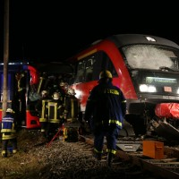 2015_BY_Unterallgaeu_Breitenbrunn_Unfall_Regionalzug_Linienbus_Feuerwehr_Poeppel_new-facts-eu0016