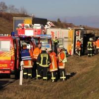 02-12-2015_A96_Kisslegg_Lkw-Unfall_Feuerwehr_Poeppel_new-facts-eu0006