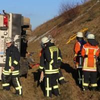 02-12-2015_A96_Kisslegg_Lkw-Unfall_Feuerwehr_Poeppel_new-facts-eu0017