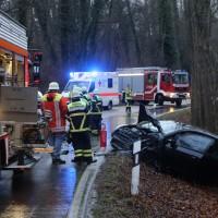16-12-2015_Memmingen_Volkratshofen_Ferthofen_Unfall_Feuerwehr_Poeppel_new-facts-eu0002