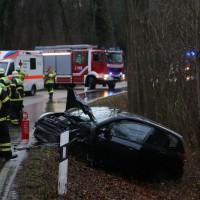16-12-2015_Memmingen_Volkratshofen_Ferthofen_Unfall_Feuerwehr_Poeppel_new-facts-eu0003