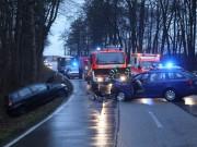 16-12-2015_Memmingen_Volkratshofen_Ferthofen_Unfall_Feuerwehr_Poeppel_new-facts-eu0015