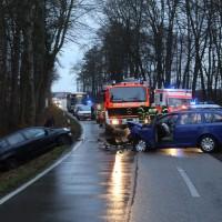 16-12-2015_Memmingen_Volkratshofen_Ferthofen_Unfall_Feuerwehr_Poeppel_new-facts-eu0017