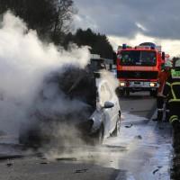 03-01-2016_A7_Memmingen_Unfall_Stau_Pkw-Brand_Feuerwehr_Poeppel_new-facts-eu0003