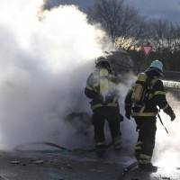 03-01-2016_A7_Memmingen_Unfall_Stau_Pkw-Brand_Feuerwehr_Poeppel_new-facts-eu0007