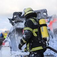 03-01-2016_A7_Memmingen_Unfall_Stau_Pkw-Brand_Feuerwehr_Poeppel_new-facts-eu0015