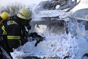 03-01-2016_A7_Memmingen_Unfall_Stau_Pkw-Brand_Feuerwehr_Poeppel_new-facts-eu0018
