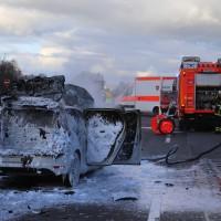 03-01-2016_A7_Memmingen_Unfall_Stau_Pkw-Brand_Feuerwehr_Poeppel_new-facts-eu0020