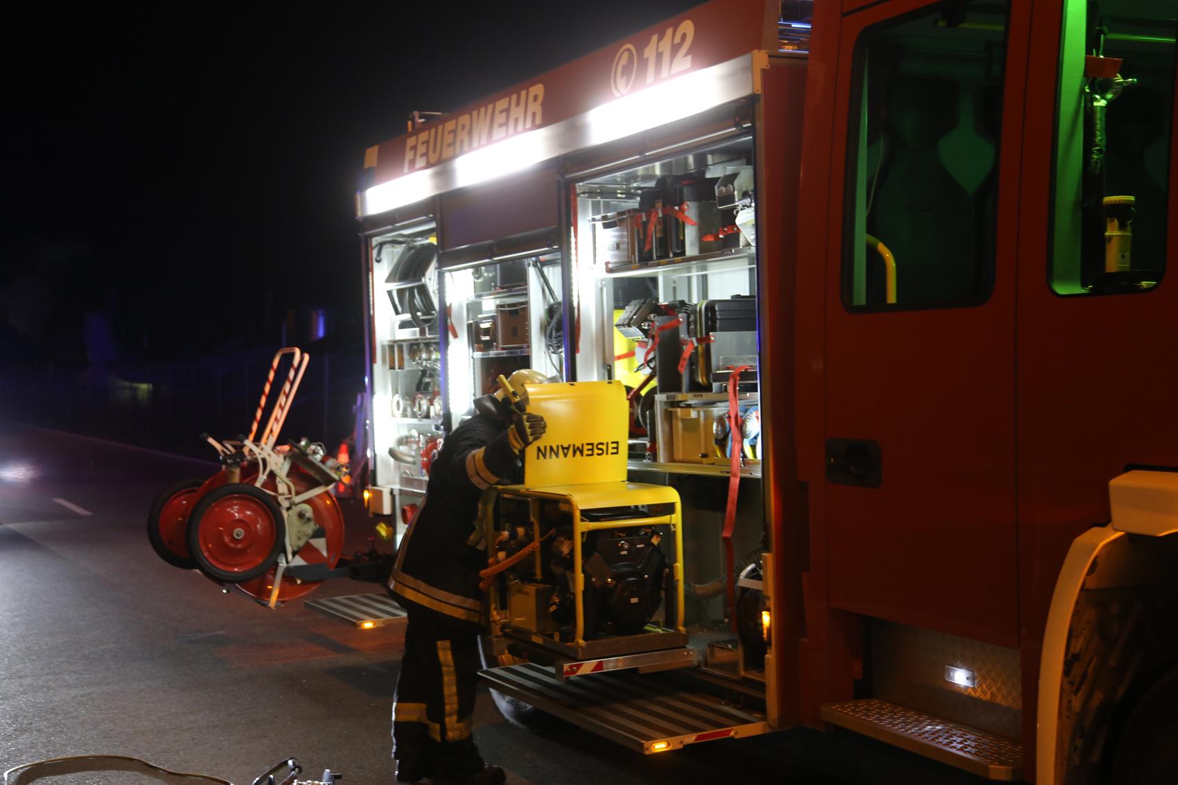 03-01-2016_Unterallgaeu_Memmingerberg_Airport_Unfall_Feuerwehr_Poeppel_new-facts-eu0025