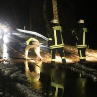 03-01-2016_Unterallgaeu_Ottobeuren_Leupolz_Unfall_Fussgaenger_toedlich_Pkw-Feuerwehr_Poeppel_new-facts-eu0010