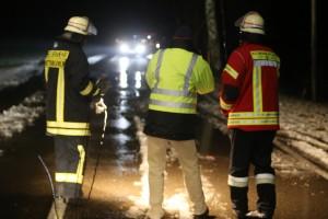 03-01-2016_Unterallgaeu_Ottobeuren_Leupolz_Unfall_Fussgaenger_toedlich_Pkw-Feuerwehr_Poeppel_new-facts-eu0017