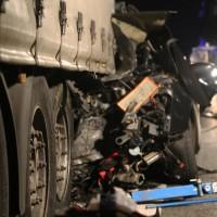 27-01-2016_A7-Altenstadt_Illertissen_Unfall_toedlich_Lkw-Pkw_Feuerwehr_Poeppel_new-facts-eu_mm-zeitung-online_0014