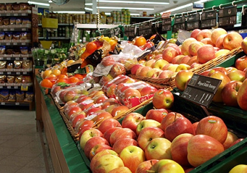 Obsttheke in einem Supermarkt, über dts Nachrichtenagentur