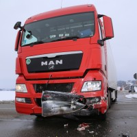 25-02-2016_BY_unterallgaeu_Lachen_Unfall_Feuerwehr_Poeppel_new-facts-eu_mm-zeitung-online004