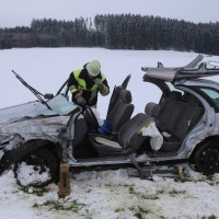25-02-2016_BY_unterallgaeu_Lachen_Unfall_Feuerwehr_Poeppel_new-facts-eu_mm-zeitung-online030
