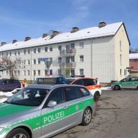 26-02-2016_BY_Memmingen, Wohnungsbrand_Mehrfamilienhaus-Feuerwehr_Polizei_Festnahme_Poeppell_new-facts-eu014