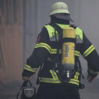 12-03-2016_Unterallgäu_Schulerloch_Groenenbach_Brand_Futtermittelhalle_Abbruch_Feuerwehr_Poeppel_new-facts-eu074