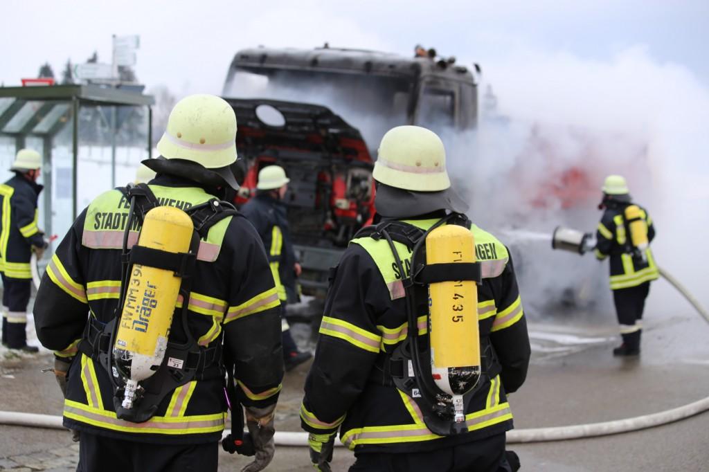 16-03-2016_Memmingen_Volkratshofen_Lkw-Brand_Feuerwehr_Poeppel_new-facts-eu007