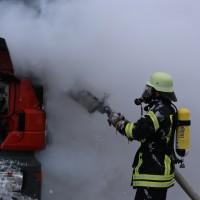 16-03-2016_Memmingen_Volkratshofen_Lkw-Brand_Feuerwehr_Poeppel_new-facts-eu012