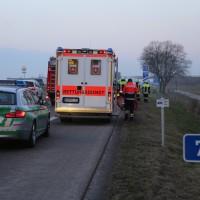 22-03-2016_A96_Erkheim_Holzguenz_Pkw-Brand_Feuerwehr_Poeppel_new-facts-eu003