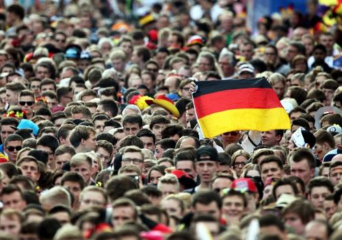 Fußballfans auf der Berliner Fanmeile, über dts Nachrichtenagentur