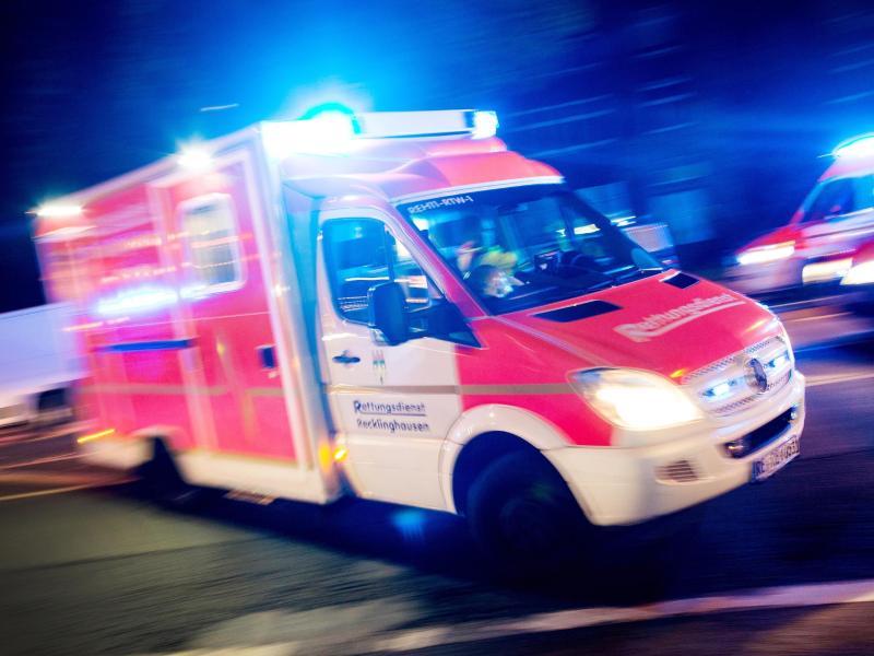 Immer wieder und immer häufiger kommt es zu Angriffen auf Rettungskräfte und  Feuerwehrleute. Foto: Marcel Kusch