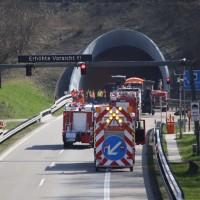 04-04-2016_BAB_A96_Erkehim_Stetten_Mindelheim_BMA-Kohlbergtunnel_Baustelle_Stau_Feuerwehr_Poppel20160404_0001
