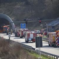 04-04-2016_BAB_A96_Erkehim_Stetten_Mindelheim_BMA-Kohlbergtunnel_Baustelle_Stau_Feuerwehr_Poppel20160404_0007