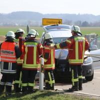 04-04-2016_Unterallgaeu_Groenenbach_UNfall_Abschleppwagen_Pkw_Polizei_Feuerwehr_Poppel20160404_0013