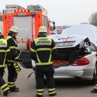 05-04-2016_A7_Berkheim_Memmimgen_Unfall_Lkw_2PKW-Feuerwehr_Poeppel20160405_0007