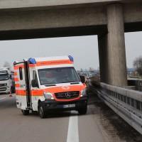 05-04-2016_A7_Berkheim_Memmimgen_Unfall_Lkw_2PKW-Feuerwehr_Poeppel20160405_0021