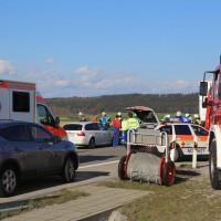 06-04-2016_A96_Holzguenz_Lkw_Pkw_schwerer-Unfall_Feuerwehr_Poeppel20160406_0009