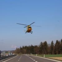 06-04-2016_A96_Holzguenz_Lkw_Pkw_schwerer-Unfall_Feuerwehr_Poeppel20160406_0034
