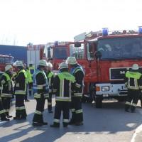 06-04-2016_A96_Holzguenz_Lkw_Pkw_schwerer-Unfall_Feuerwehr_Poeppel20160406_0041