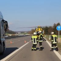 06-04-2016_A96_Holzguenz_Lkw_Pkw_schwerer-Unfall_Feuerwehr_Poeppel20160406_0042