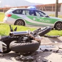 11-04-2016_Unterallgaeu_Ottobeuren_Motorrad_Pkw_Feuerwehr_Poeppel20160411_0023-2