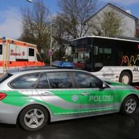 12-04-2016_Memmingen_Kalkerfeld_Bayernring_Pkw_rammt_Linienbus_Polizei_Poeppel20160412_0006