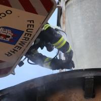 19-04-2016_Biberach_Gutenzell_Brand_Silo_Saegemehl_Feuerwehr_Poeppel20160419_0028