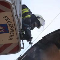 19-04-2016_Biberach_Gutenzell_Brand_Silo_Saegemehl_Feuerwehr_Poeppel20160419_0030