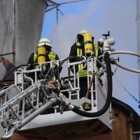 19-04-2016_Biberach_Gutenzell_Brand_Silo_Saegemehl_Feuerwehr_Poeppel20160419_0061